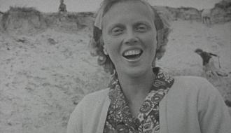 Vrouw op het strand (van Rijswijk)