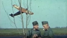 still uit kleurenfilm Luchtwacht Sneek